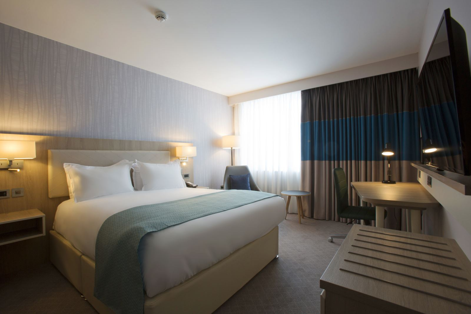 Winter News 2018 Visit Manchester Steel Bed Double Holiday Inn City Centre