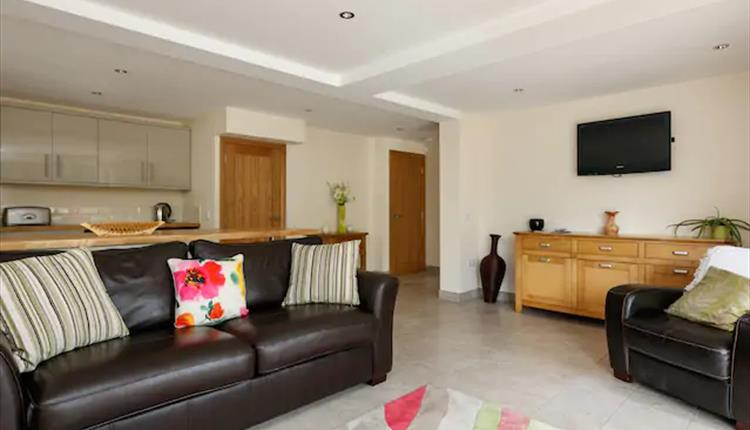 Self Contained Apartment Uppermill